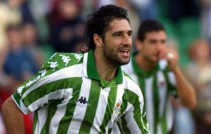 Gaby Amato celebra un gol como jugador del Betis.