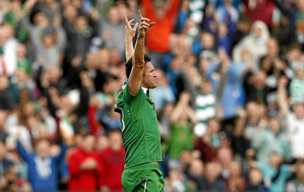 Robbie Keane celebra uno de sus goles a Gibraltar.