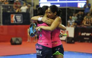 Mapi y Majo S�nchez Alayeto, tras ganar la final.