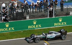 Rosberg cruza la l�nea de meta de Spa-Francorchamps.