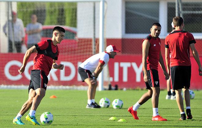Kranevitter y Mercado, en un entrenamiento del Sevilla.