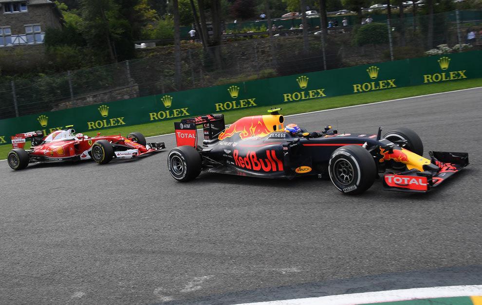 Verstappen, perseguido por Raikkonen en Spa