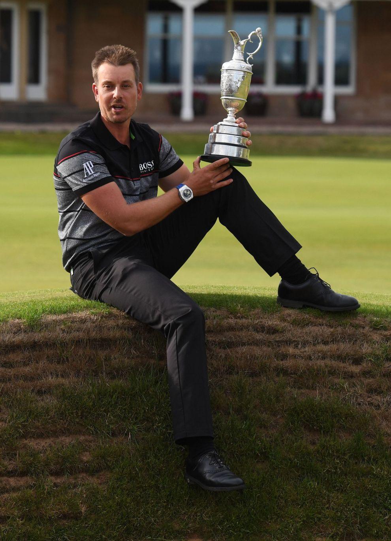 Henrik Stenson, con el trofeo de ganador del British de 2016.