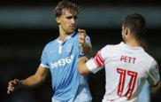 Marc Muniesa (de azul), en un partido con el Stoke City