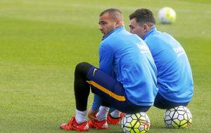 Sandro y Munir, durante un entrenamiento con el Bar�a la pasada...