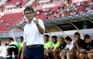 Fernando V�zquez, en la banda del Iberostar ante del partido ante el...