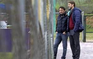 Carlos Su�rez, junto al director deportivo Braulio en una foto de...