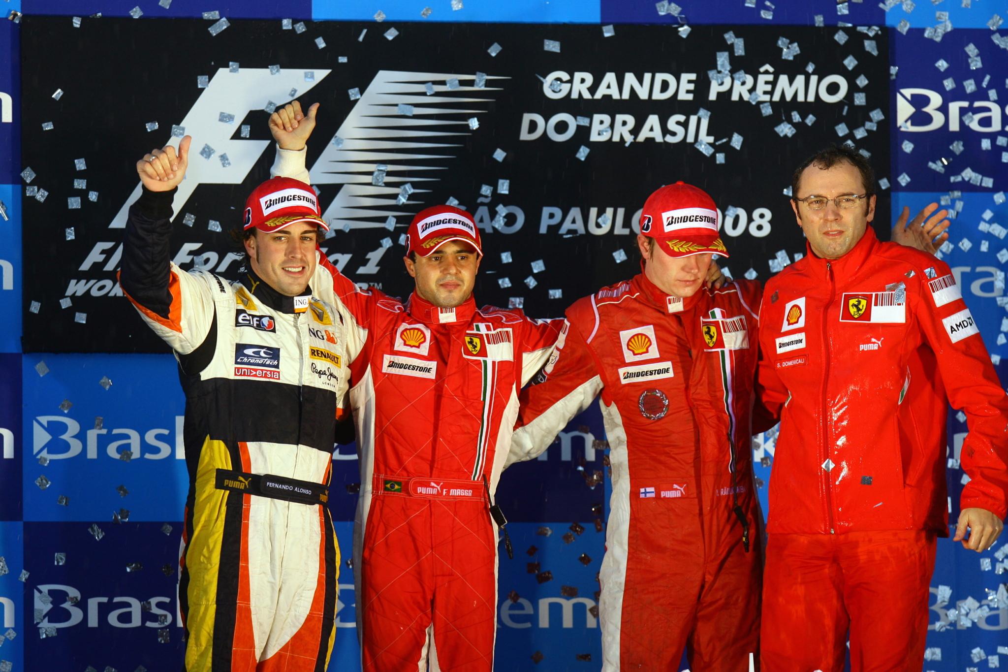 Massa, triste en el podio tras perder el Mundial de 2008.