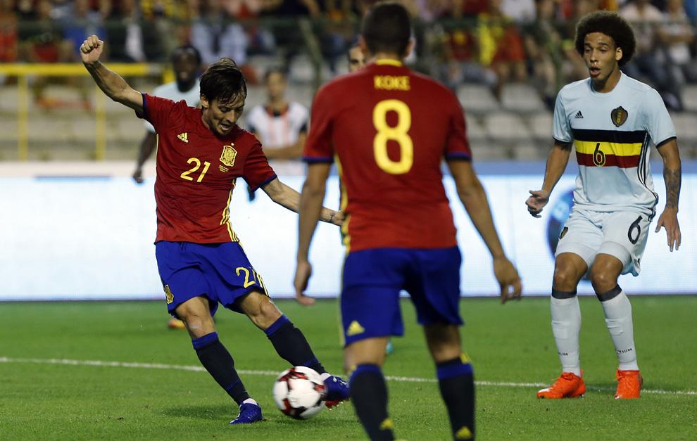 Silva autor de los dos goles de España en el momento de marcar el...