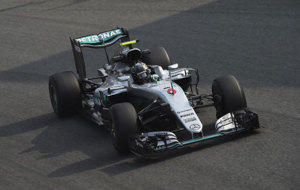 Rosberg pilota su Mercedes en Monza.
