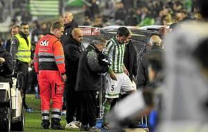 Matilla se retira lesionado durante el Betis-Tenerife en enero de 2015
