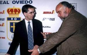 V�zquez, en la sala de prensa del Tartiere junto al ex presidente...