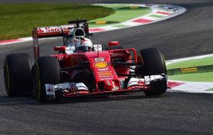 Vettel pilota su Ferrari en Monza.