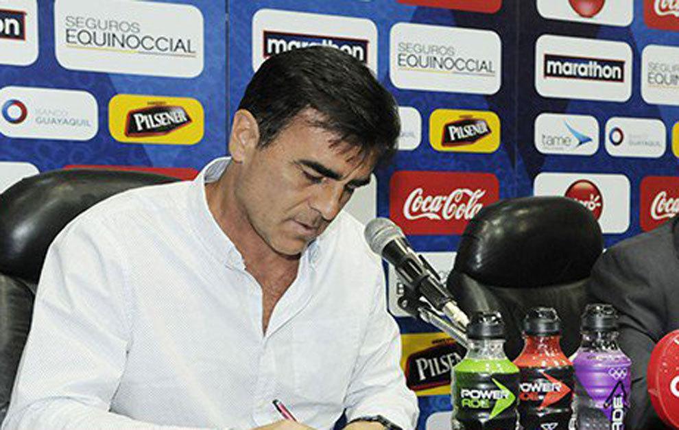 Quinteros en conferencia de prensa.