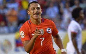 Alexis celebra un gol con Chile.