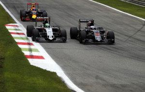 Alonso adelanta a Hulkenberg en Monza.