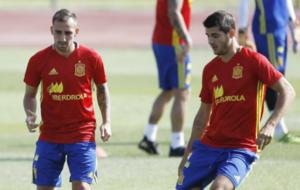 Alc�cer y Morata, en un entrenamiento con la selecci�n espa�ola