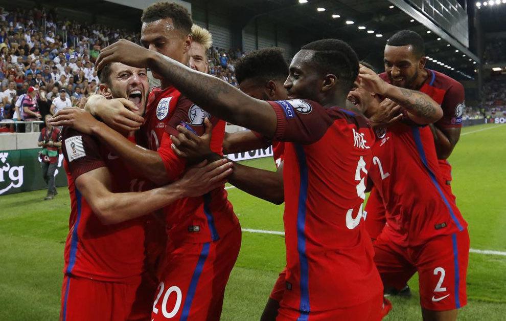 Lallana celebra el tanto de la victoria en Eslovaquia.