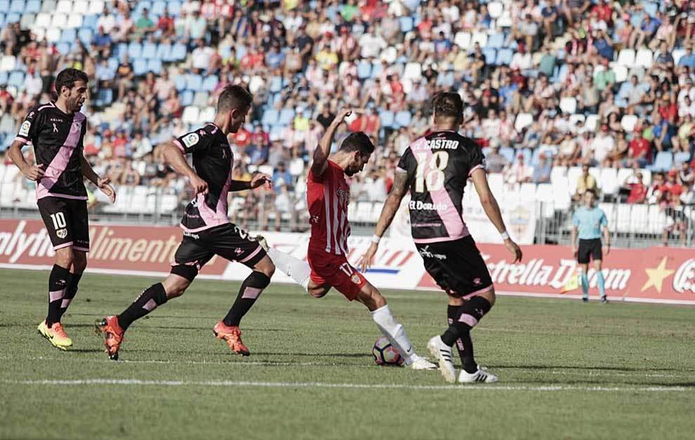 Antonio Puertas, en el momento de marcar su gol al Rayo el pasado...
