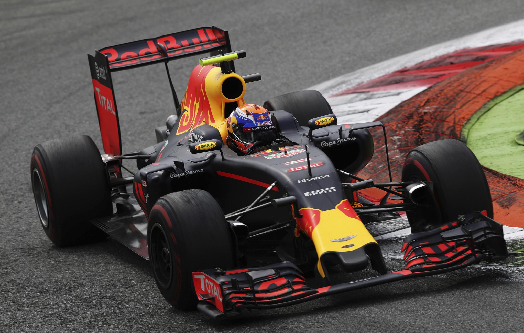 Verstappen, durante la carrera en Monza