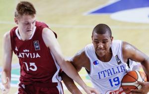 Anrijs Miska jugando con Letonia el Europe U16