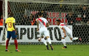 Cristian Cueva celebra el 1-0, logrado de penalti.