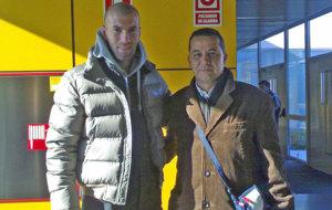 Sixto Alfonso posa con Zidane en Valdebebas