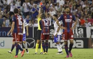 Bambock (Huesca) ve la tarjeta roja en el derbi de La Romareda