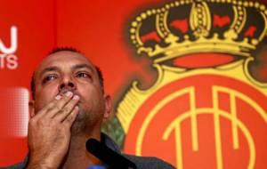 Pepe G�lvez no pudo contener las l�grimas en su despedida como...