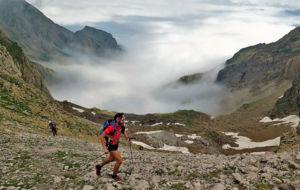 Un corredor durante la Canfranc-Canfranc