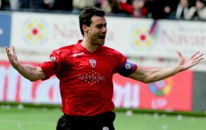 Cruchaga celebra un gol con Osasuna