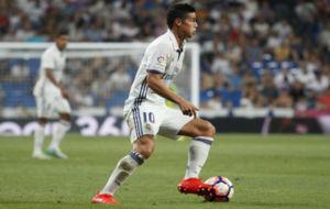 James controla el bal�n en un partido del Madrid