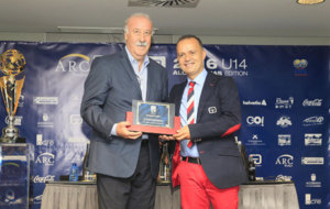 Vicente del Bosque durante la presentaci�n del torneo ARC Broker...