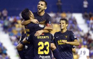 Los jugadores del UCAM Murcia celebran uno de sus goles.