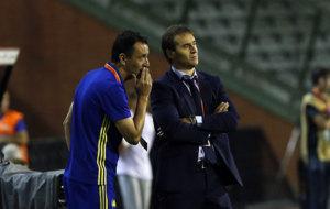 Pablo Sanz charla con Lopetegui.