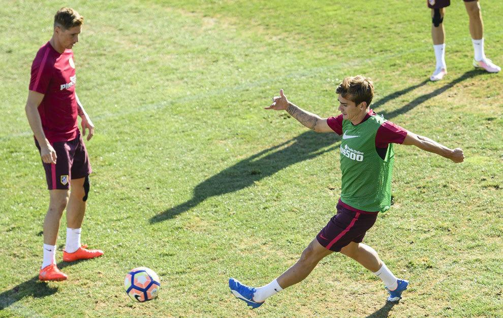 Torres y Griezmann entrenando en el Cerro del Espino