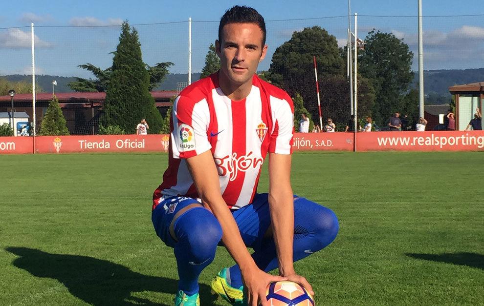 Presentación de Borja Viguera con el Sporting 514746bb7dad7