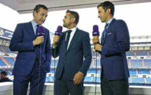 Ra�l, en el puesto de comentarista junto con Valdano y Jos� Sanch�s