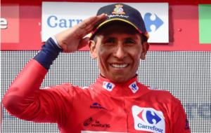 Nairo Quintana celebrando en el podium