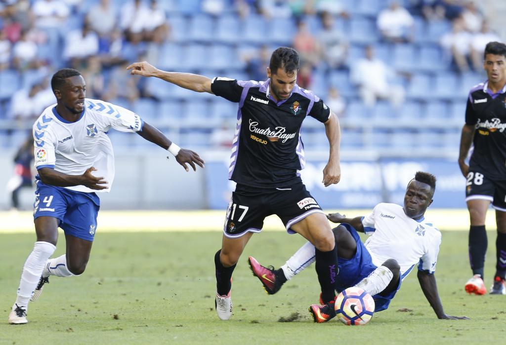 El Tenerife se llevó un partido muy igualado y trabado.