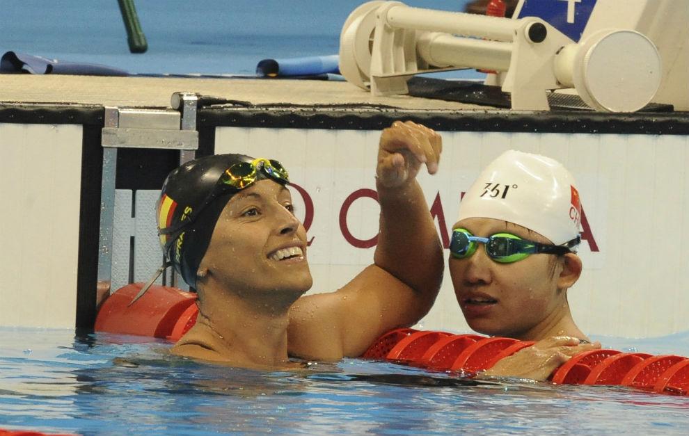 Teresa Perales, junto a la china Xu Xhian tras acabar la final.
