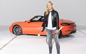 Angelique Kerber posa con el Porsche 718 Boxster