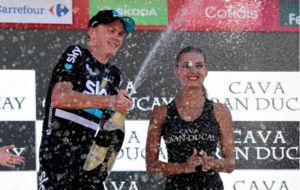 Froome celebrando la victoria en Calpe.