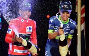 Nairo Quintana y Esteban Chaves  festejando en el podium