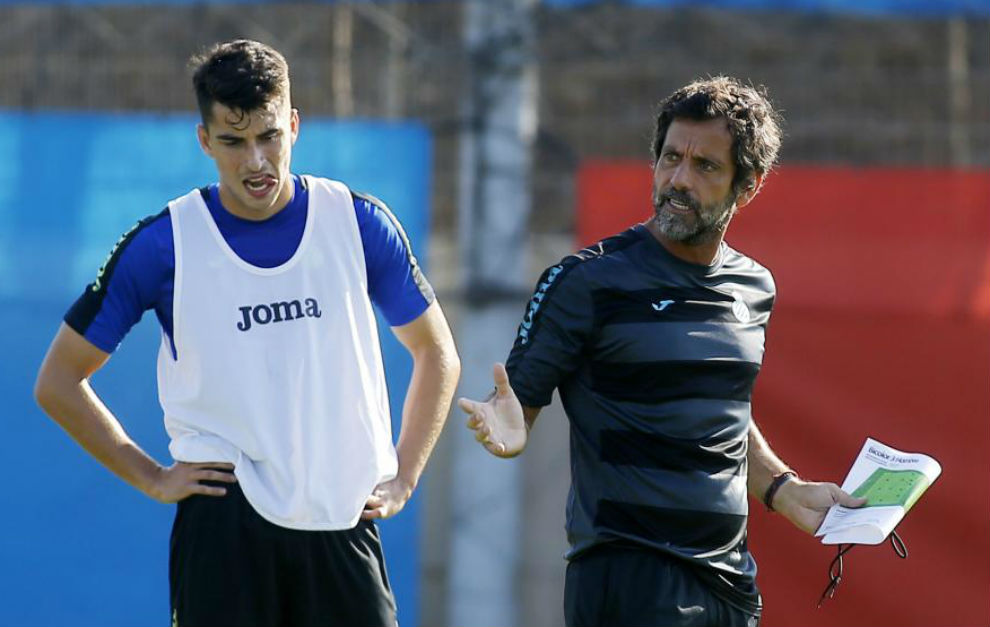 Marc Roca y Quique Sánchez Flores, durante un entrenamiento.