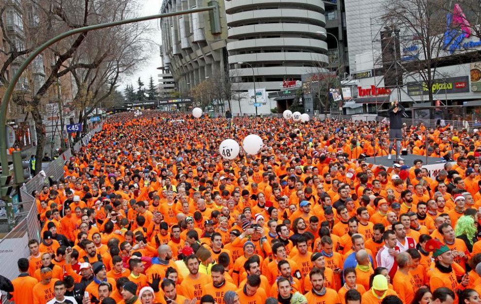 Miles de corredores toman la salida en la Silvestre Vallecana de la...