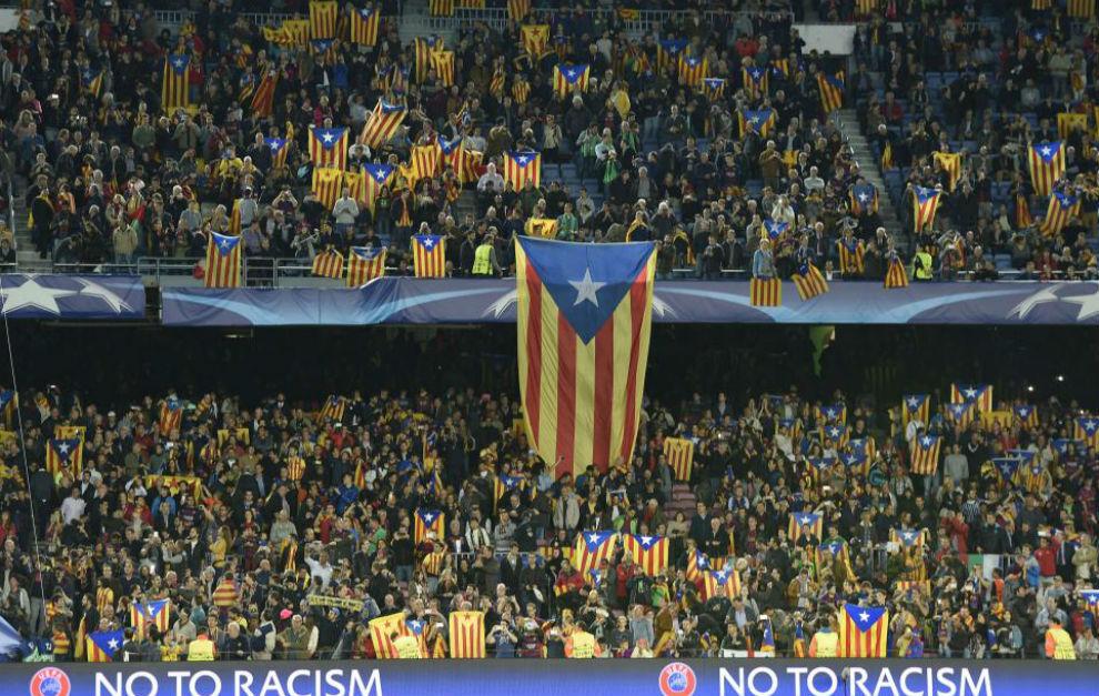Imagen de esteladas en un encuentro del Barcelona en Championos