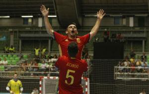 Álex y Aicardo celebran uno de los goles de España-