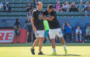 Donovan y Gio en la previa del partido ante el Orlando.
