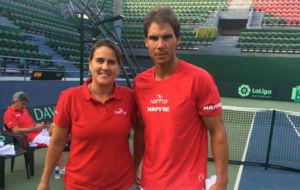 Conchita Mart�nez y Rafa Nadal posan en Nueva Delhi.